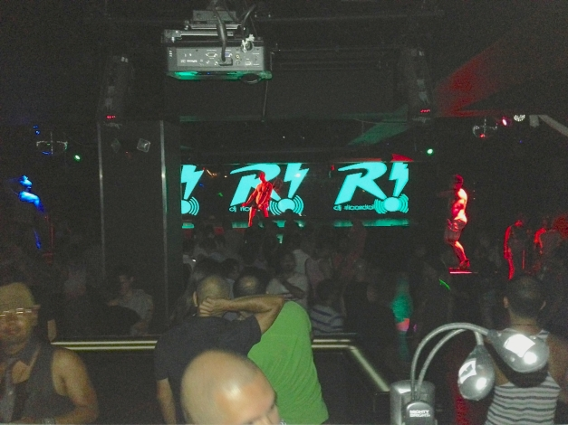 Packed dance floor for DJ Ricardo @NYC XL nightclub
